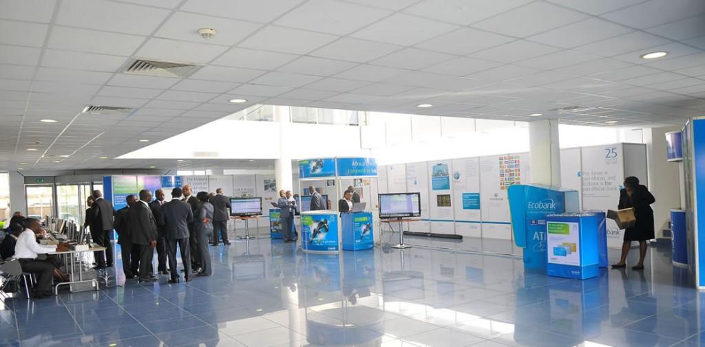 Un grand hall pour l'accueil des participants ou pour les pause-café